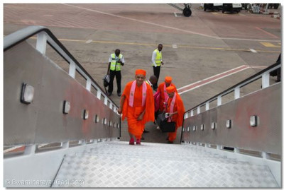 Acharya Swamishree on his way to the plane.