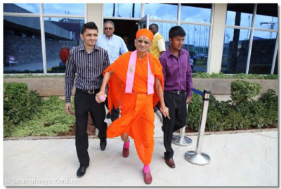 Acharya Swamishree arrives at JKIA.