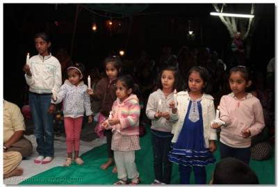 Young devotees performing aarti