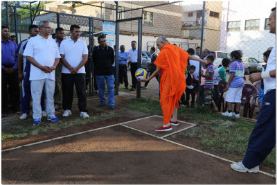 Acharya Swamishree at the opening of volleyball tournament
