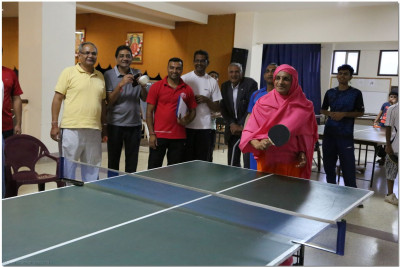 Acharya Swamishree in the opening of the table tennis tournament