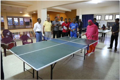 Acharya Swamishree at the table tennis tournament