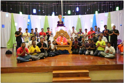 Acharya Swamishree blesses various participants of the indoor games