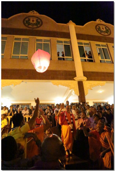 Acharya Swamishree lights the lantern celebrating the New Year