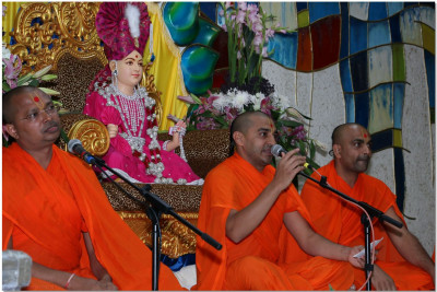 Sants perform in the Bhakti Suranjali event