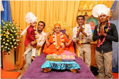 Acharya Swamishree blesses the benefactors of the parayan