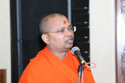 Sant Shiromani Shree Gurupriyadasji Swami hosting the event