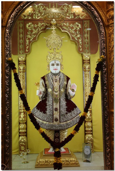 Divine darshan of Lord Shree Swaminarayan Bhagwan