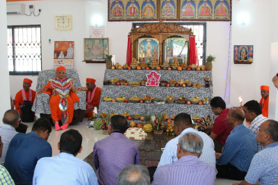 Deevotees gathered at the Swamibapa Prathna Hall
