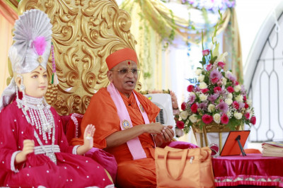 Acharaya Swamishree gives his divine blessings to all