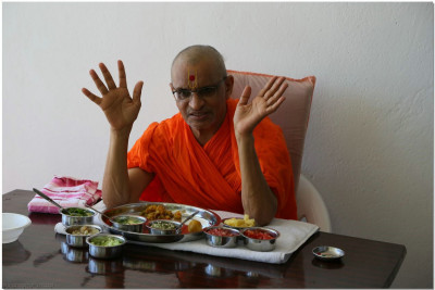Acharya Swamishree enjoying lunch