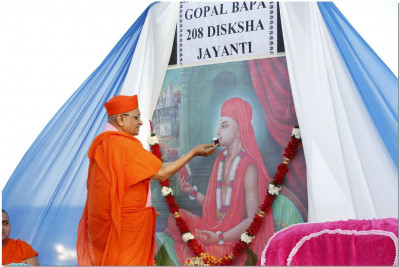 Cake being offered to Gopalbapa