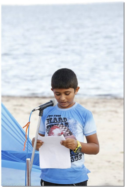 A devotee gives a speech on Gopalbapa's leela