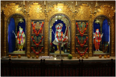 Divine darshan of Lord Shree Swaminarayan Bhagwan,Jeevanpran Abji Bapashree and  Muktajeevan Swamibapa