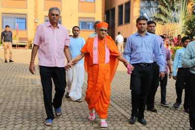 Acharya Swamishree proceeds for procession