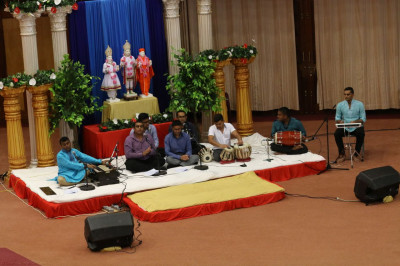 Devotees begin the Bhakti Sangeet with a prathna