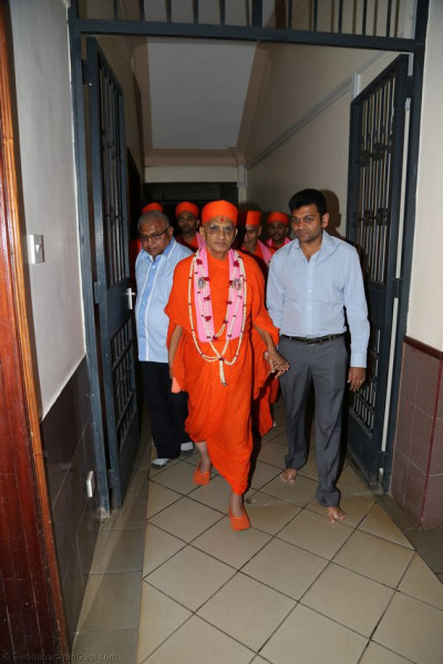 Acharya Swamishree heading to H.H Swamibapa Hall