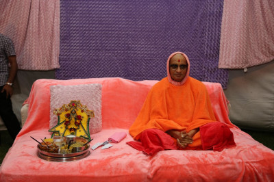 Divine darshan of Shree Harikrushna Maharaj and Acharya Swamishree