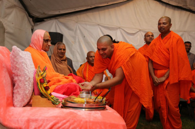 A sant picks his game chit from Acharya Swamishree