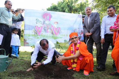 Acharya Swamishree conducts a tree planting ceremony at the Great Rift Valley Lodge and Resort