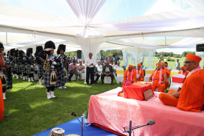 Shree Muktajeevan Swamibapa Pipe Band Nairobi offers salutations to Acharya Swamishree