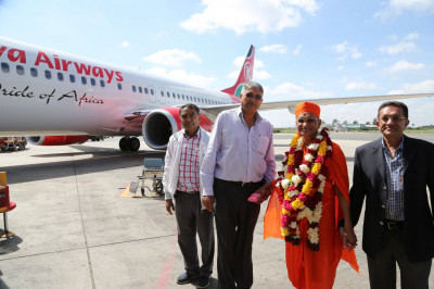Devotees accompany Acharya Swamishree to the JKIA VIP lounge