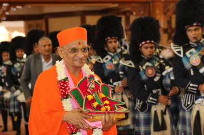 Shree Muktajeevan Swamibapa Pipe Band Nairobi welcome Acharya Swamishree