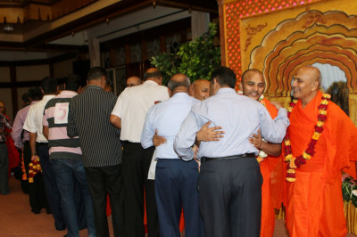 Sant mandal and devotees embrace on the arrival
