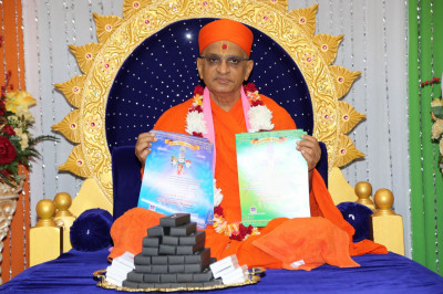 Acharya Swamishree consecrates the certificates and the gifts