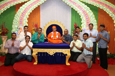 Acharya Swamishree blesses the volleyball team