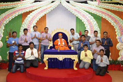 Acharya Swamishree blesses the cricket team