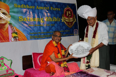 Acharya Swamishree blesses the owner of Wason Holiday Resort