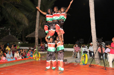 All enjoy watching acrobats performance