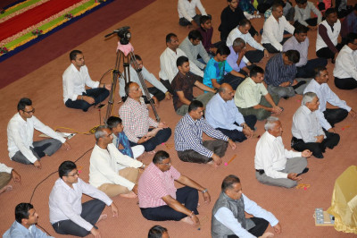 Devotees meditate to please Lord Shree Swaminarayanbapa Swamibapa