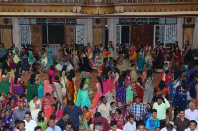 Devotees play raas to please Lord Swaminarayanbapa Swamibapa