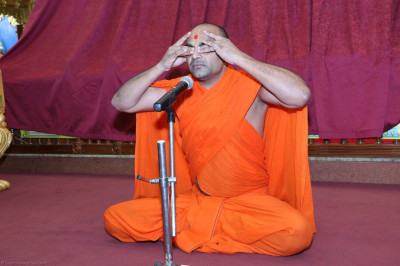 A sant demonstrates pranayams during the yoga session