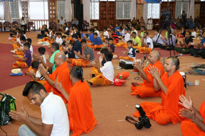 Sant Mandal and devotees perform clapping yoga