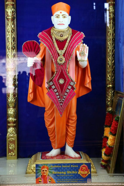 Shangar darshan of Shree Muktajeevan Swamibapa