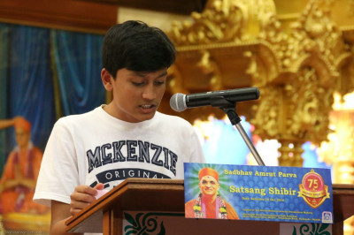 A young devotee recites katha
