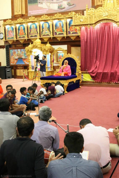 Young devotees perform ekadashi samaiyo