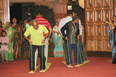 A surprise plank race to end the Sadhbhav Amrut Parva Satsang Shibir
