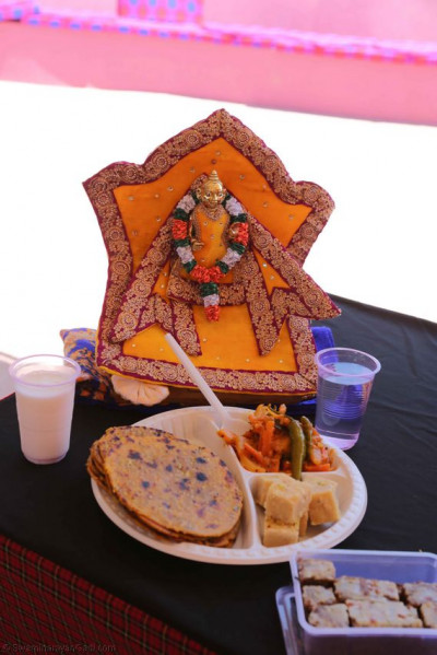 Lunch offered to Harikrushna Maharaj