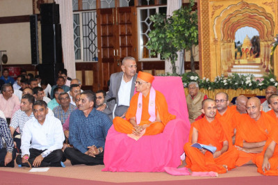 Acharya Swamishree listens keenly as the young devotees recite Vachanamrut sections