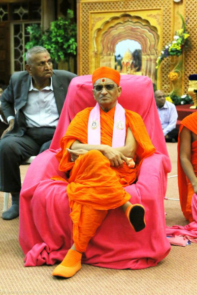 Acharya Swamishree listens keenly as the young devotees recite Vachnamrut sections