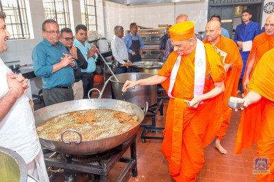 H.D.H Acharya Swamishree consecrates all the food varieties for lunch