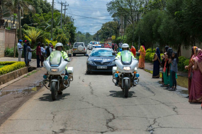 The police escorts His Divine Holiness Acharya Swamishree and Sant Mandal from the airport to Swamibapa Road