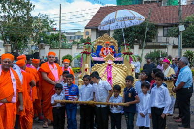 Devotees pull the chariot of His Divine Holiness Acharya Swamishree
