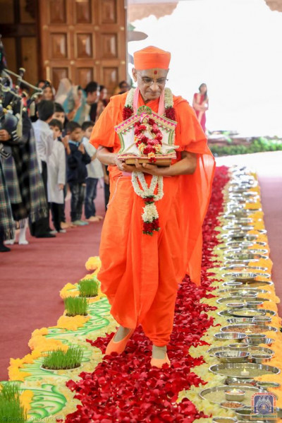 His Divine Holiness Acharya Swamishree admires the beautifully decorated walkway