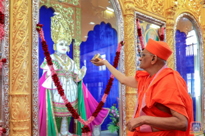 His Divine Holiness Acharya Swamishree offers delicious cake to Lord Shree Swaminarayan