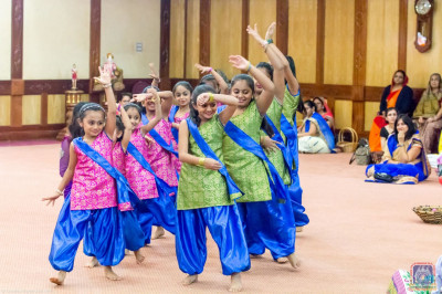 Young devotees perform a welcome dance to welcome His Divine Holiness Acharya Swamishree